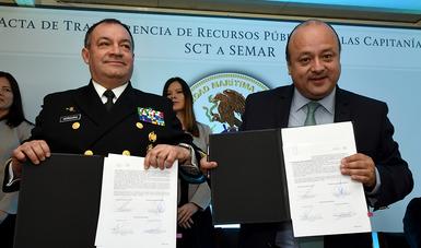 Firman SCT y SEMAR acta de transferencia de recursos públicos de las capitanías de puerto