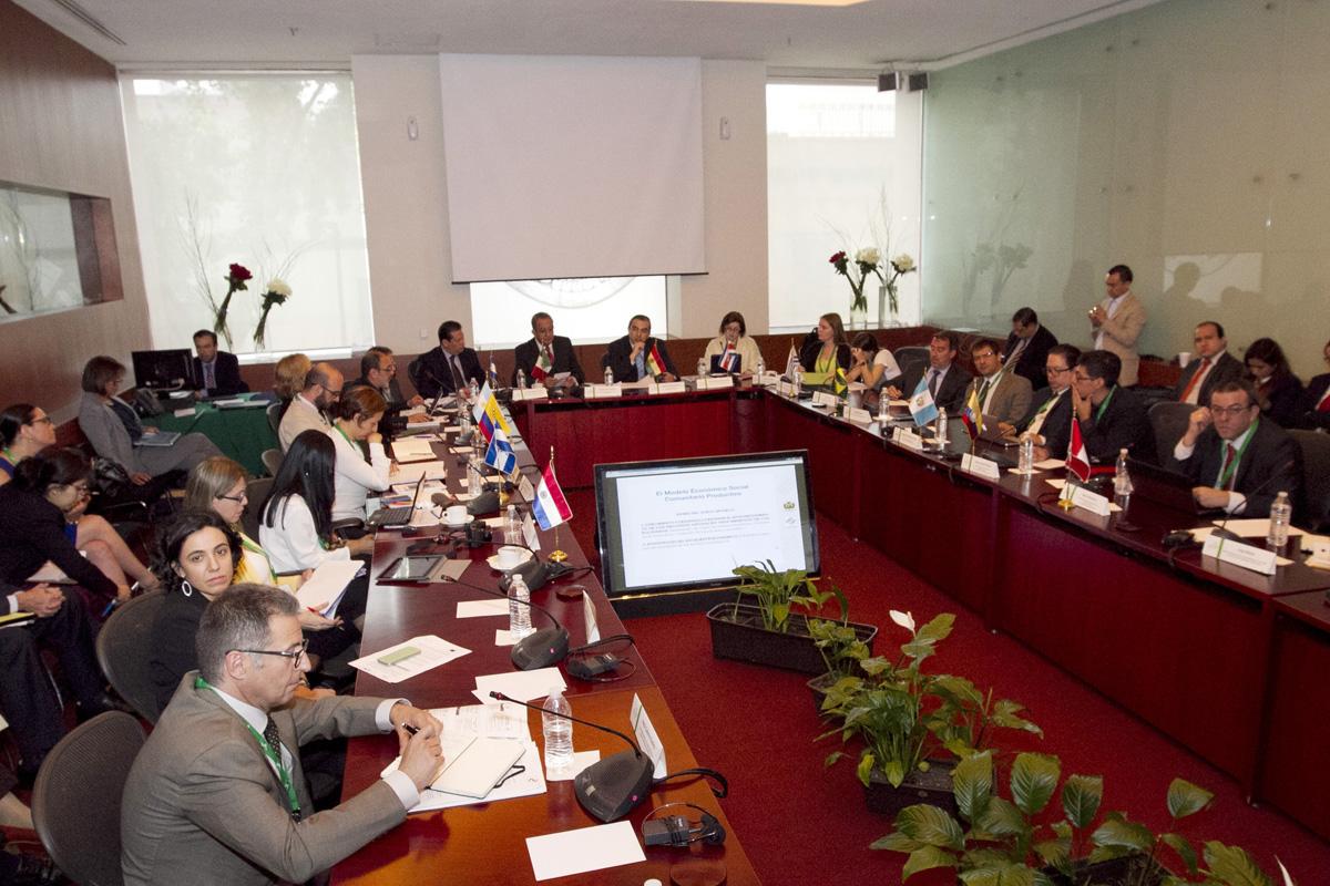 En la imagen, reunión de la Red Latinoamericana de Políticas Públicas de Desarrollo Regional, durante la cual SEDATU firmó un convenio de colaboración con la UNAM para la organización del Diplomado en Línea en Materia de Desarrollo Regional.