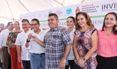Ángel Islava, Director General del FONHAPO, entregó viviendas en Mazatlán, Sinaloa.
