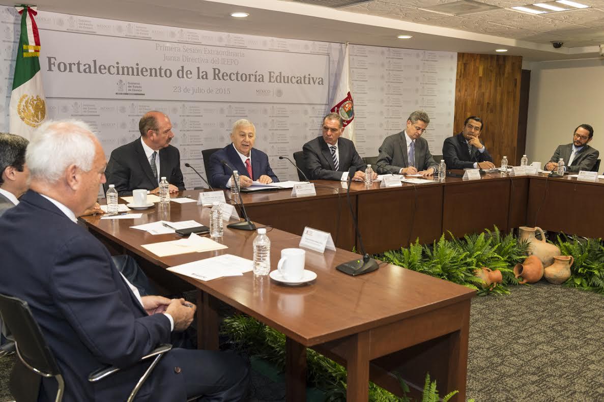Anuncia Chuayffet Chemor inversiones por más de mil millones de pesos para mejorar infraestructura educativa en Oaxaca.