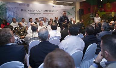 El Secretario de Gobernación, Miguel Ángel Osorio, acompañado por el gobernador, Francisco Vega de, sostuvo una reunión con empresarios de esta entidad donde dialogaron y escucharon las diversas demandas que en materia de seguridad.