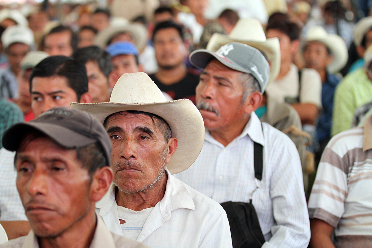 En la imagen, campesinos beneficiados con la solución de conflictos agrarios en sus comunidades, quienes ahora tienen paz, seguridad y certeza jurídica de su propiedad.