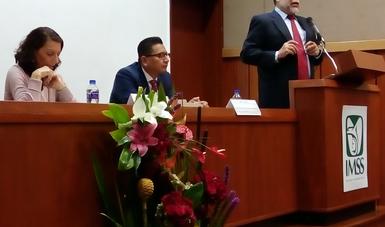 Dr. Francisco Ramos Gómez, exponiendo.