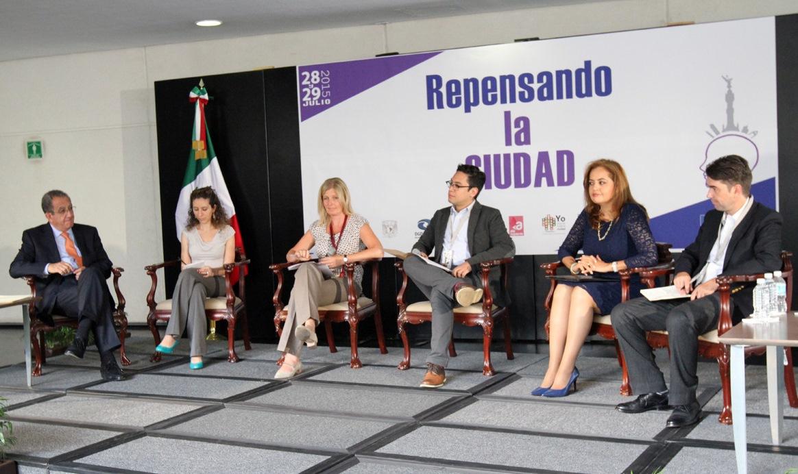 """El subsecretario Alejandro Nieto Enríquez durante su participación en el Panel  """"Ciudad Compacta y Conectada""""."""