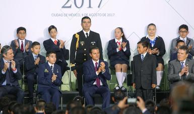 """""""Se está haciendo una inversión histórica de 80 mil millones de pesos para mejorar las instalaciones educativas"""": EPN"""