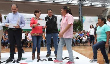 Entrega de certificados de Cuartos Rosas, en Aguascalientes.