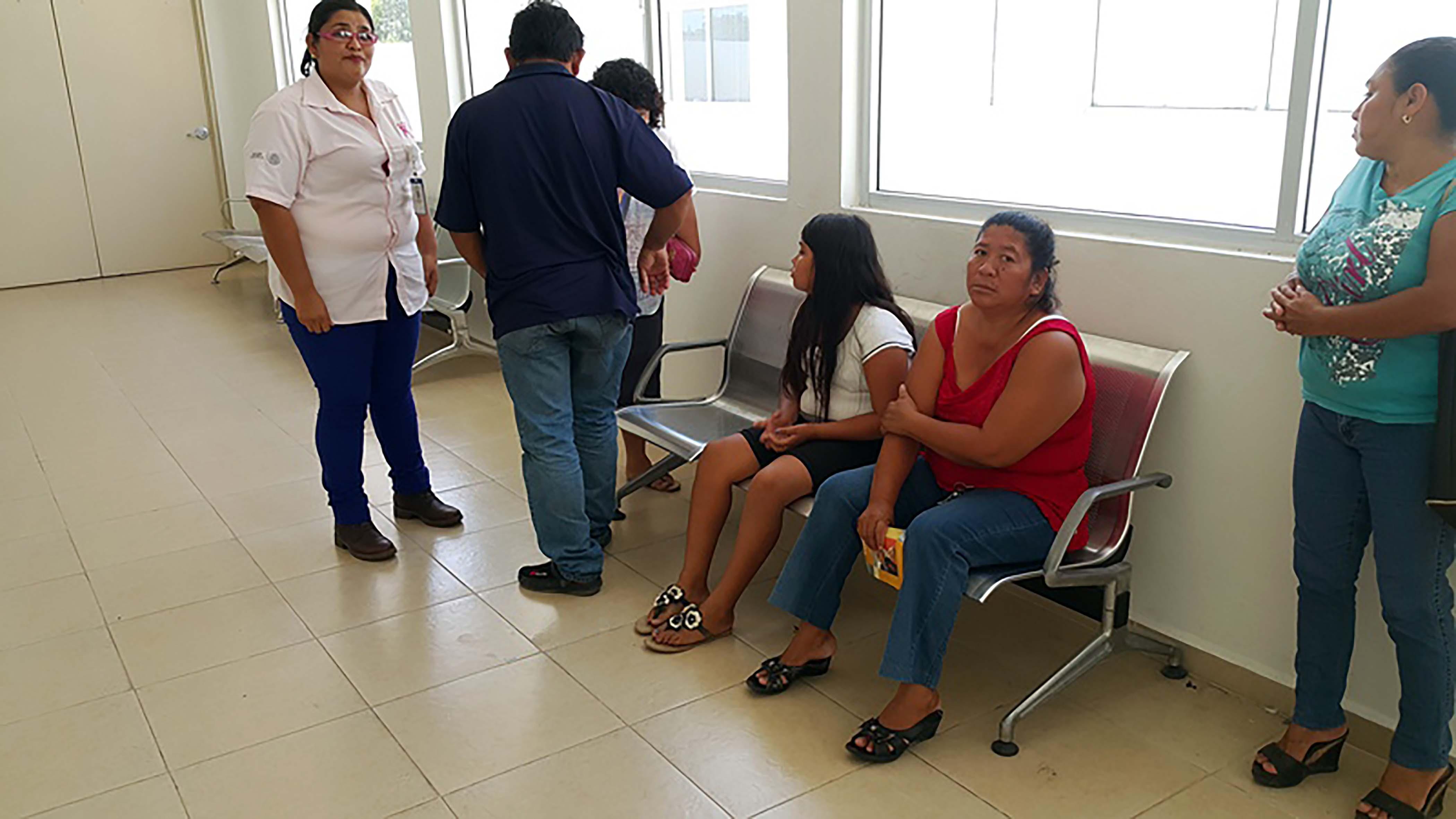 Más de un centenar de mujeres recibió servicios integrales de salud que incluyeron estudios preventivos contra el cáncer de mama