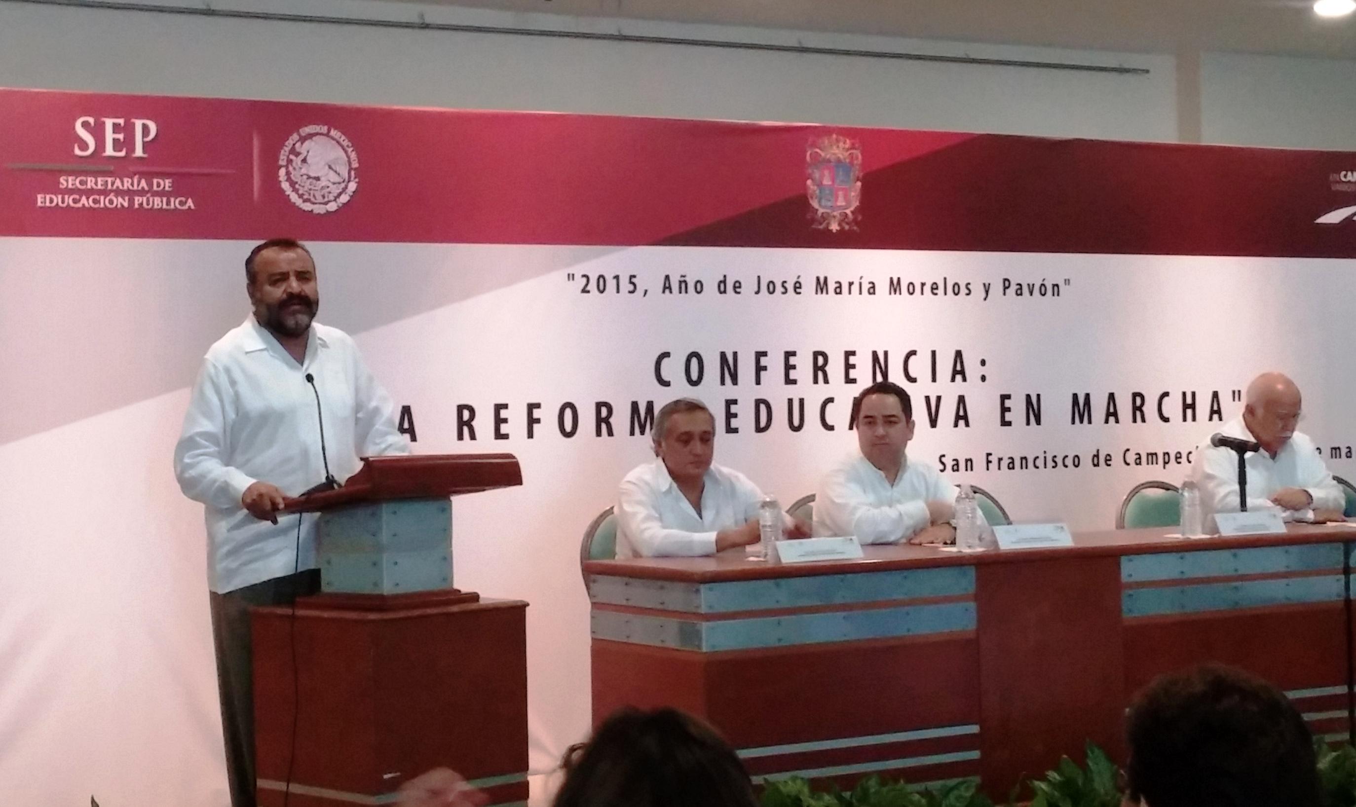 """El coordinador del Servicio Profesional Docente, Ramiro Álvarez Retana durante la conferencia """"La Reforma Educativa en Marcha"""""""