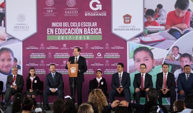 El director de la Conaliteg, Arturo Ancona, y el gobernador del Estado de México, Eruviel Ávila dan inicio al ciclo escolar 2017-2018