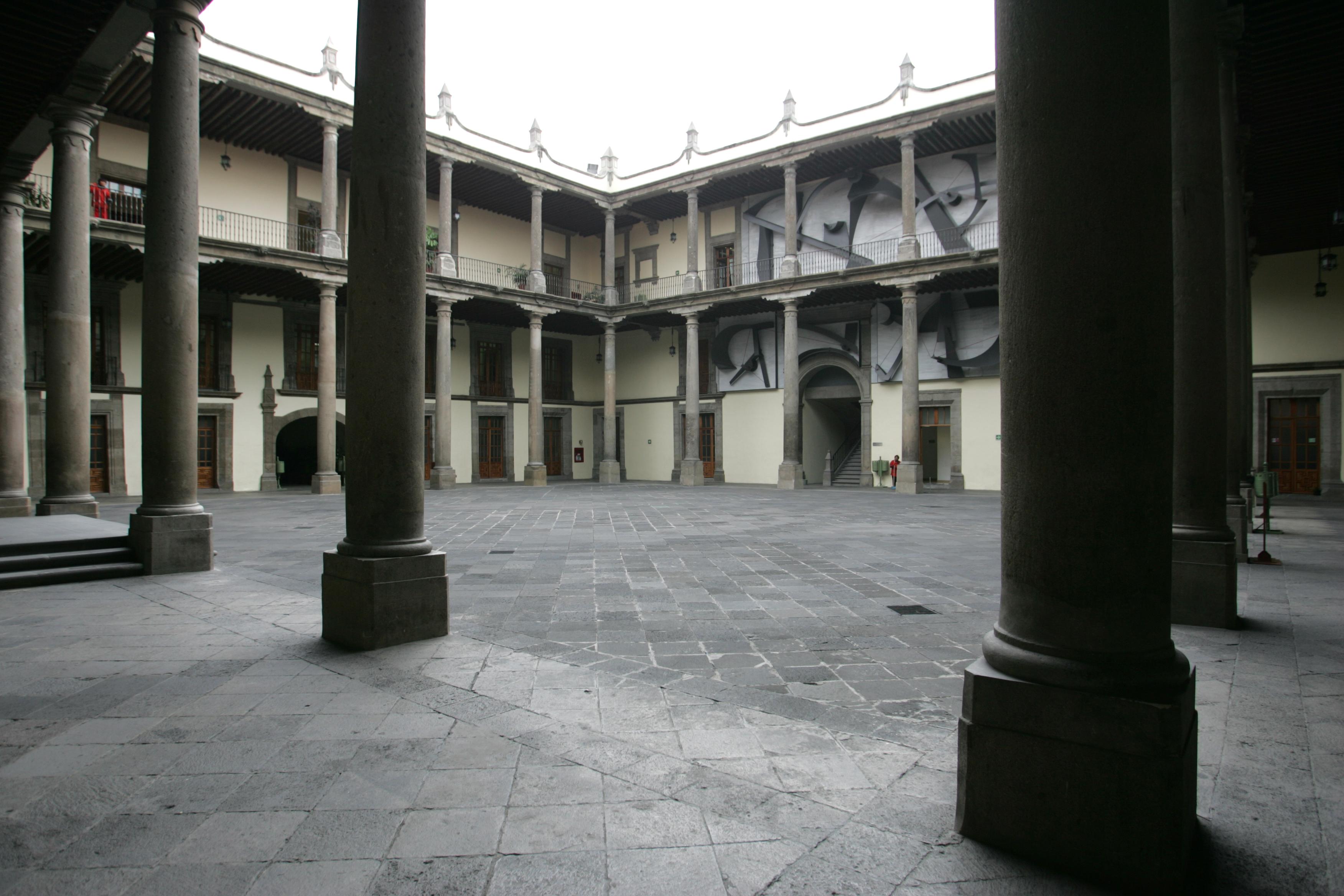 Patio de la antigua aduana perteneciente a la Secretaría de Educación Pública