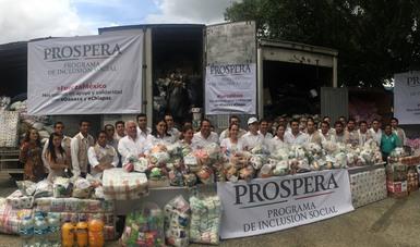 Entrega de despensas, muestra del compromiso y solidaridad de las familias PROSPERA hacia las familias de Chiapas y Oaxaca.