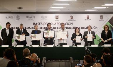 Firma de las Bases de colaboración para el manejo adecuado de residuos especiales generados por los sismos.
