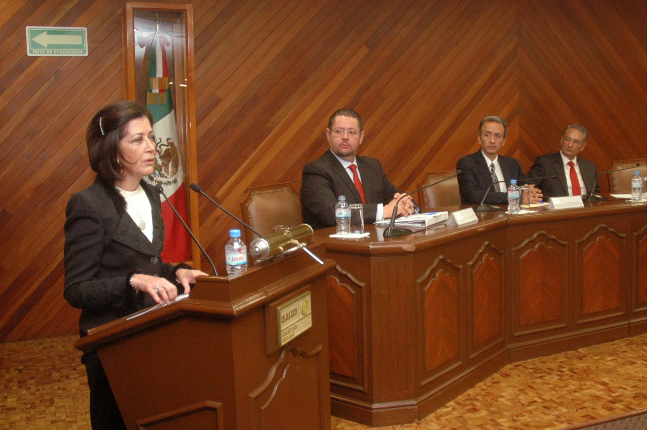 La capacitación en protección civil, fundamental en la Secretaría de Salud.