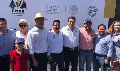 Gobernador Quirino Ordaz y DG Mario Zamora en la entrega de 90 nuevos tractores