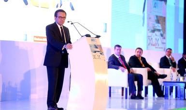 El Secretario de Economía Inauguró El XLIX Foro Nacional  de La Industria Química