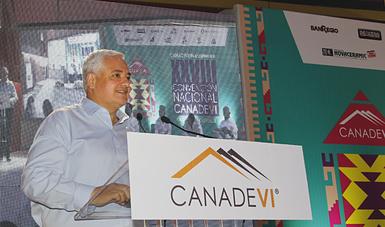 Luis Antonio Godina durante su participación en la Convención Nacional de la CANADEVI en Oaxaca.