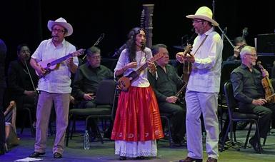 Celebra Mono Blanco con un fandango sus 40 años en el Palacio de Bellas Artes