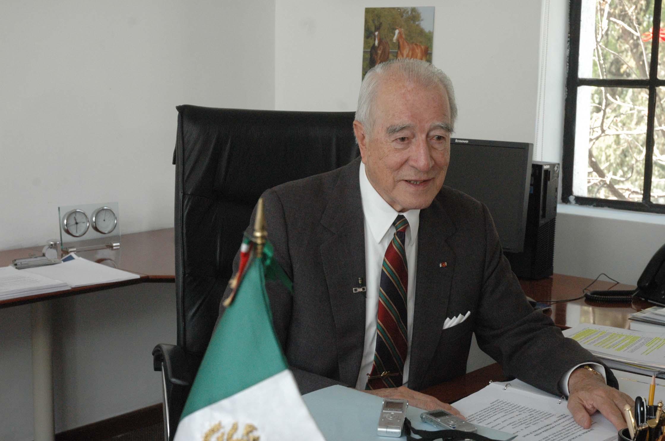 Emite Secretaria de Salud convocatoria para premios al merito.