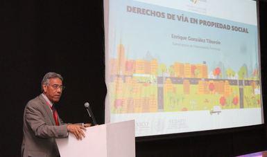 El subsecretario de Ordenamiento Territorial de la Secretaria de Desarrollo Agrario, Territorial y Urbano (SEDATU), Enrique González Tiburcio durante la conferencia