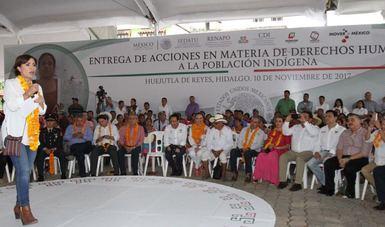 El presídium de la ceremonia llevada a cabo en la Huasteca hidalguense