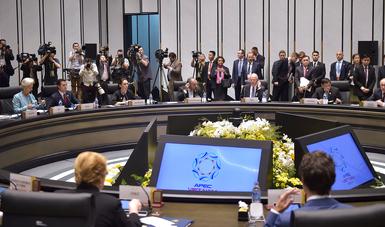 El Primer Mandatario acudió al diálogo de Líderes de APEC con Christine Lagarde, Directora del Fondo Monetario Internacional.