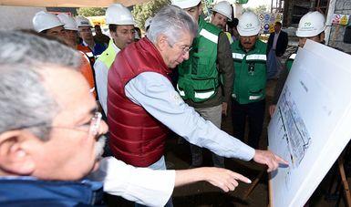 Supervisó el titular de la SCT, Gerardo Ruiz Esparza, los avances en la construcción del Tren Interurbano México-Toluca