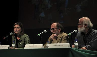 """En el marco de la 37 FILIJ, el español Gonzalo Moure abrió las actividades con la charla """"Los hilos cortados en la emigración"""""""