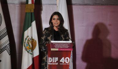 DIF Nacional y el Servicio Postal Mexicano - Correos de México, cancelan estampilla conmemorativa por los 40 años del organismo asistencial