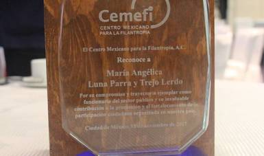 Entrega Cemefi reconocimiento a María Angélica Luna Parra por su contribución al fortalecimiento de las OSC en México