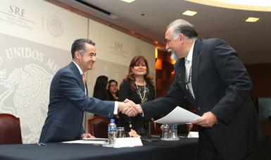 La Secretaría de Relaciones Exteriores entrega 100 cartas de naturalización a nuevos mexicanos