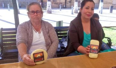 Productoras de queso apoyadas por el INAES