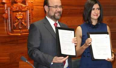 Durante firma de Carta de Intención