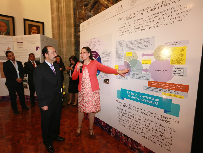 El subsecretario de Planeación y Evaluación de Políticas Educativas, Javier Treviño Cantú, al inaugurar en el marco del 8 de marzo Día Internacional de la Mujer, un encuentro de dos días.