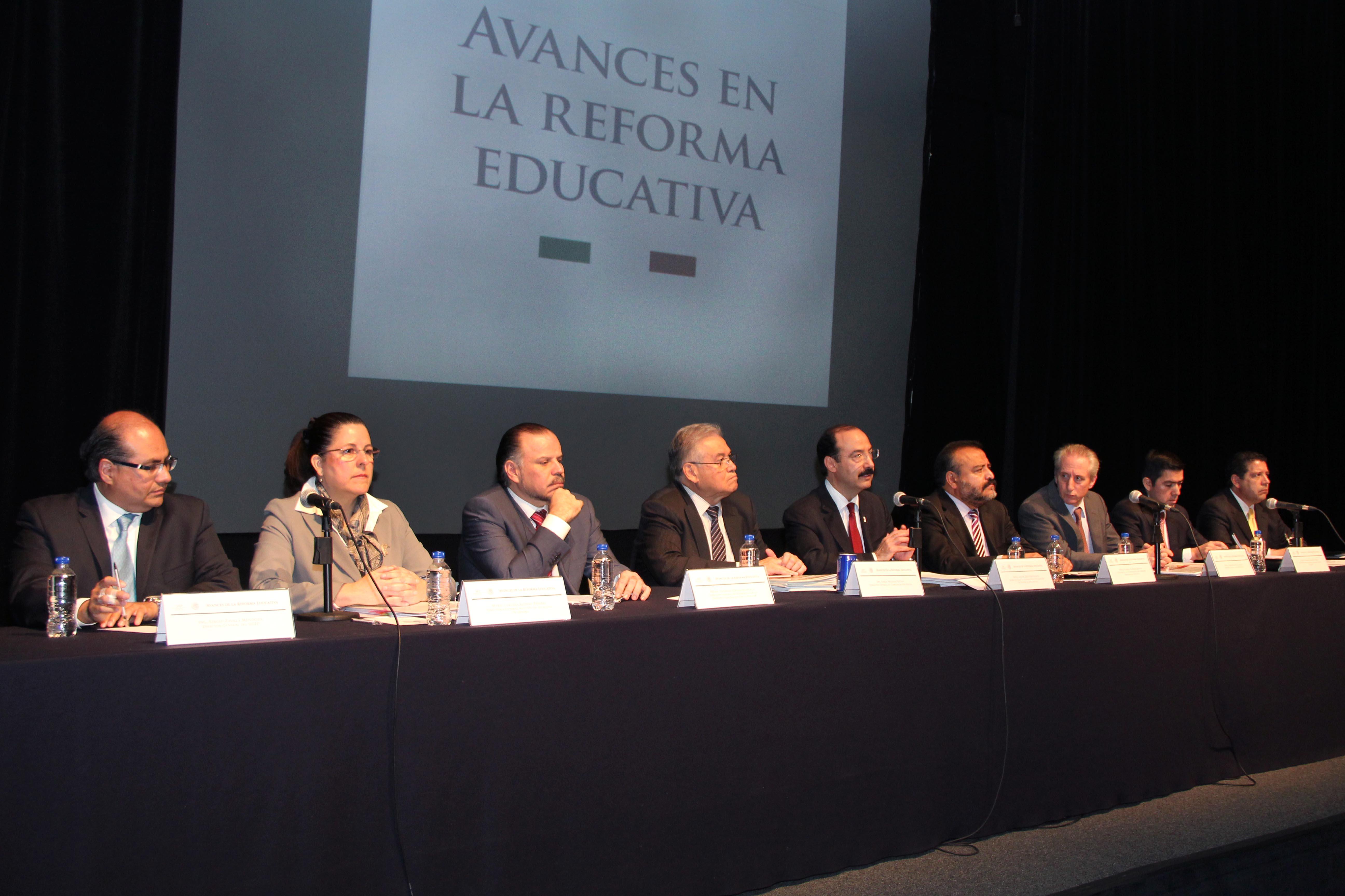 En conferencia de prensa para evaluar los avances de la Reforma Educativa