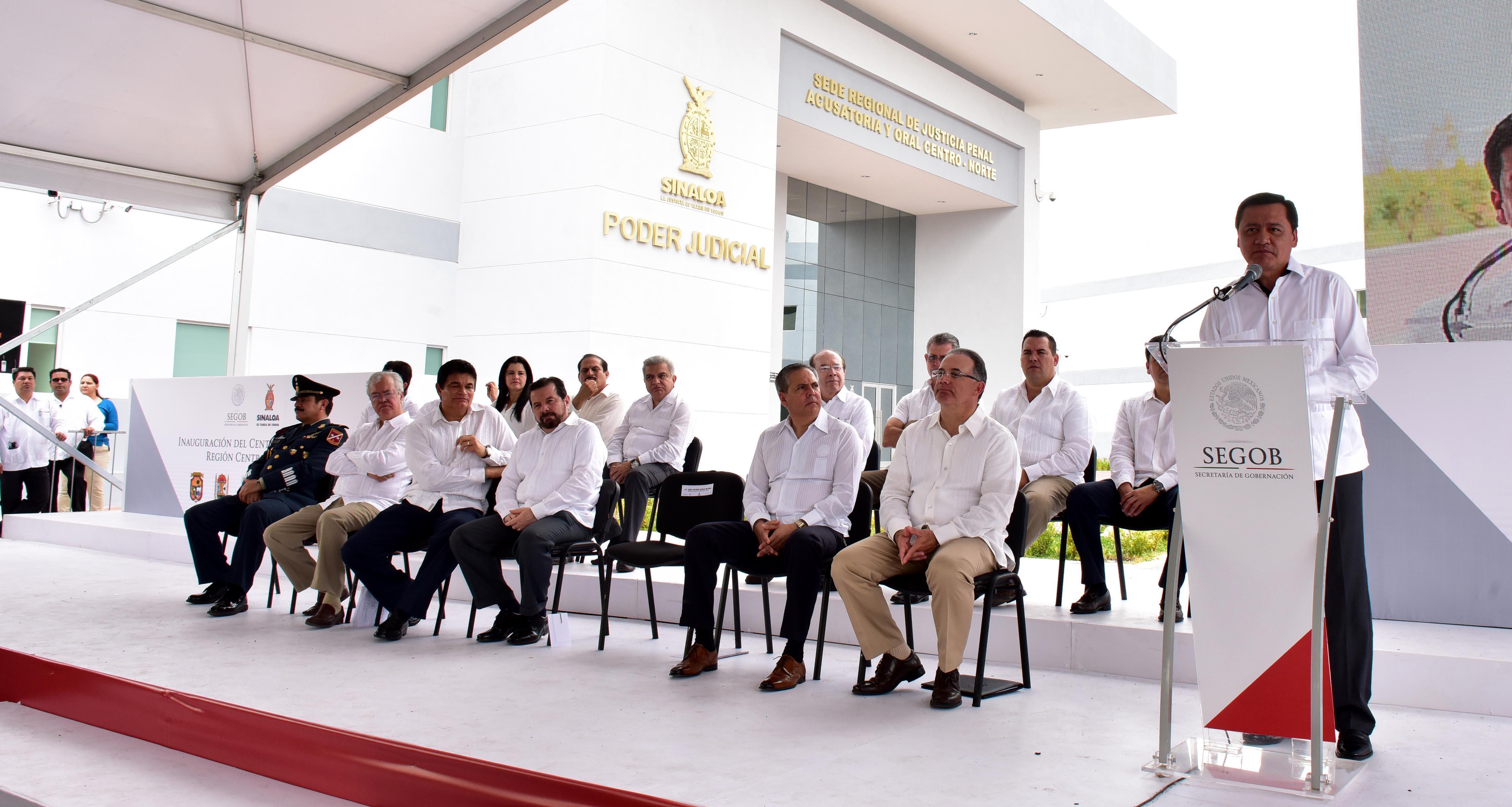 El Secretario de Gobernación, Miguel Ángel Osorio Chong, en la Inauguración del Centro de Justicia Penal Región Centro-Norte en la Angostura, Sinaloa.