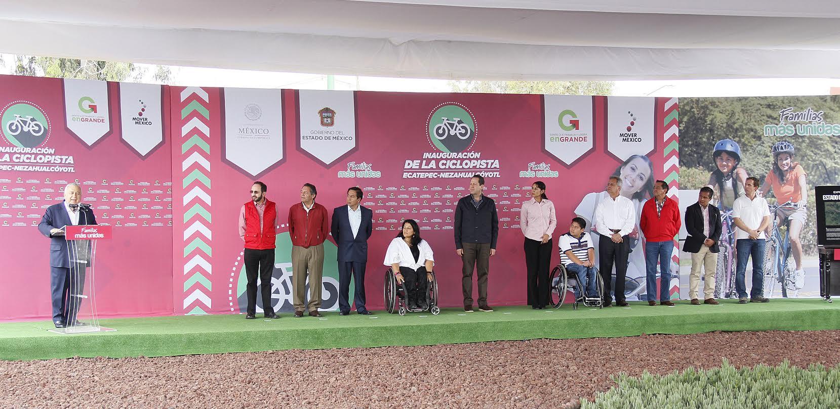 El secretario Emilio Chuayffet, durante la inauguración de una ciclopista en la Av. Central, Edo. Mex.