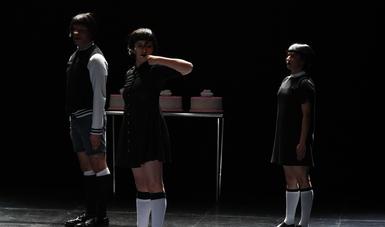 La coreografía creada por Guillermo Aguilar, Isis Piña y Sergio Valentín expone el proceso de manipulación y tergiversación de un recuerdo