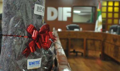 Entrega la Universidad Tecnológica de México (UNITEC), donativo de cobijas, a DIF Nacional.