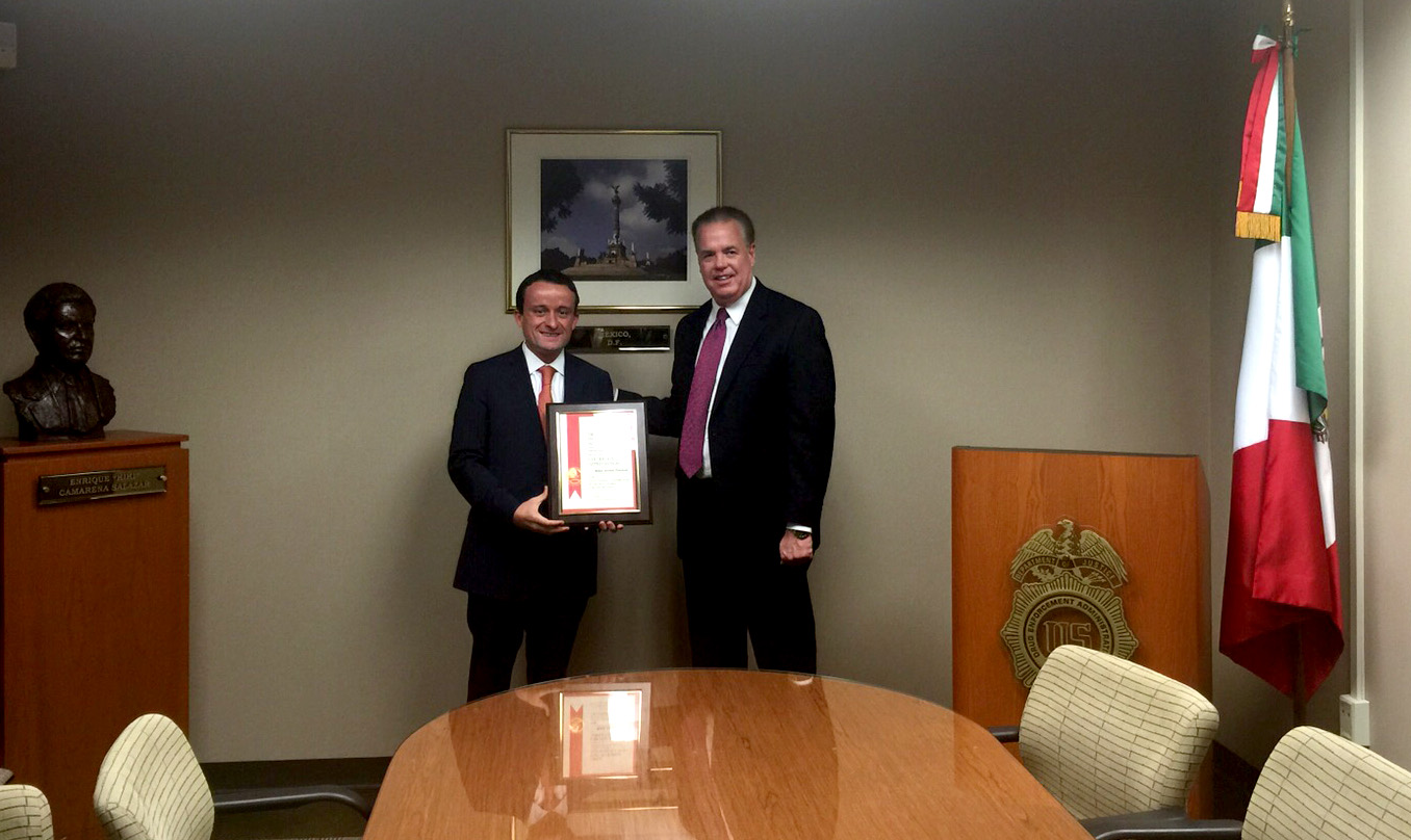 La Oficina en México de la DEA reconoció el trabajo que realiza la Secretaría de Salud, a través de la COFEPRIS, para mejorar la cooperación y coordinación entre las dos agencias
