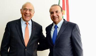 El Secretario del Trabajo y Previsión Social, Alfonso Navarrete Prida, y el Secretario General de la OCDE, José Ángel Gurría.
