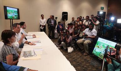 Asisten presidentes municipales funcionarios de los tres niveles de gobierno, medios de comunicación y ciudadanos.