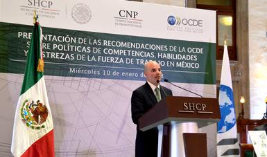 El secretario de Hacienda, José Antonio González Anaya, recibió por parte del secretario general de la OCDE, José Ángel Gurría Treviño, las recomendaciones Políticas de Competencias, Habilidades y Destrezas de la Fuerza de Trabajo en México.