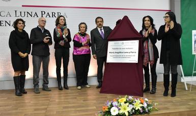 Autoridades de Sedesol, familiares de Ma. Angélica Luna Parra y Vanessa Rubio en el homenaje póstumo