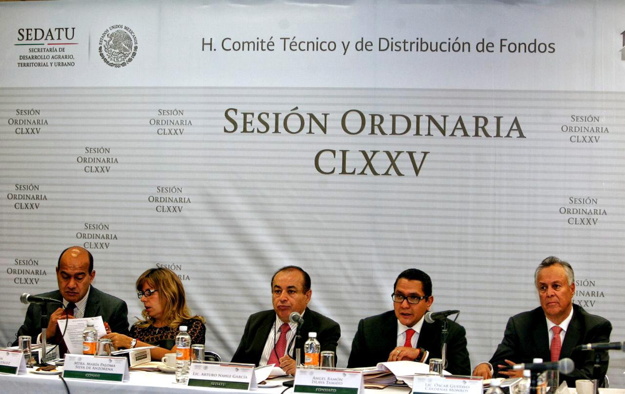 En la foto, Paloma Silva, directora de CONAVI; Arturo Nahle, subsecretario de Desarrollo Agrario; Ángel Islava, titular de FONHAPO; Gustavo Cárdenas, subsecretario de Ordenamiento Territorial, durante Sesión Ordinaria del Comité de FONHAPO.