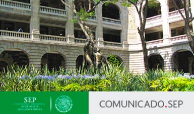 Patio central del edificio sede de la SEP