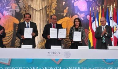 Firma de convenio SEP-SEDESOL-SNDIF.