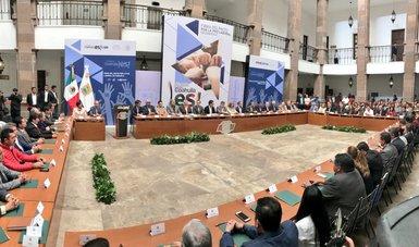 El Secretario del Trabajo y Previsión Social, Roberto Campa Cifrián, firma el Pacto por la Paz Laboral en Coahuila junto a  representantes de cámaras empresariales, gobierno del estado, sindicatos y funcionarios públicos