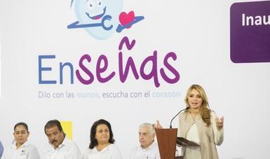Inaugura Angélica Rivera de Peña innovador centro de atención para personas con discapacidad auditiva.