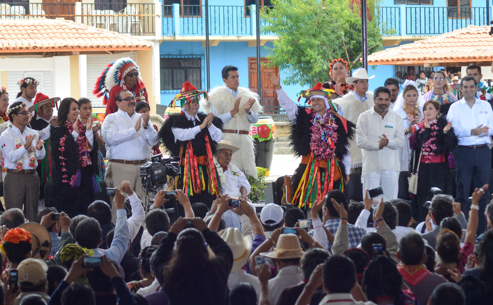 El titular de la Secretaría de Desarrollo Agrario, Territorial y Urbano, Jorge Carlos Ramírez Marín, asistió al acto por un año de resultados de la Cruzada Nacional contra el Hambre, encabezado por el Presidente Enrique Peña Nieto.