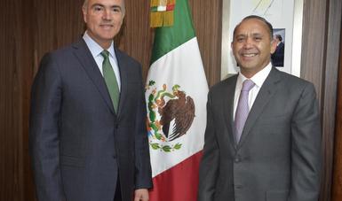 Alcántara Núñez, es licenciado en Ciencias Políticas y Administración Pública por la Universidad Autónoma del Estado de México (UAEM).